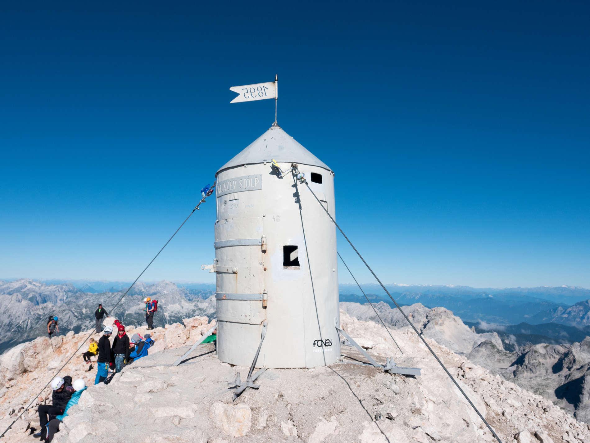 La cima del monte Triglav cose da vedere in un itinerario di viaggio in Slovenia
