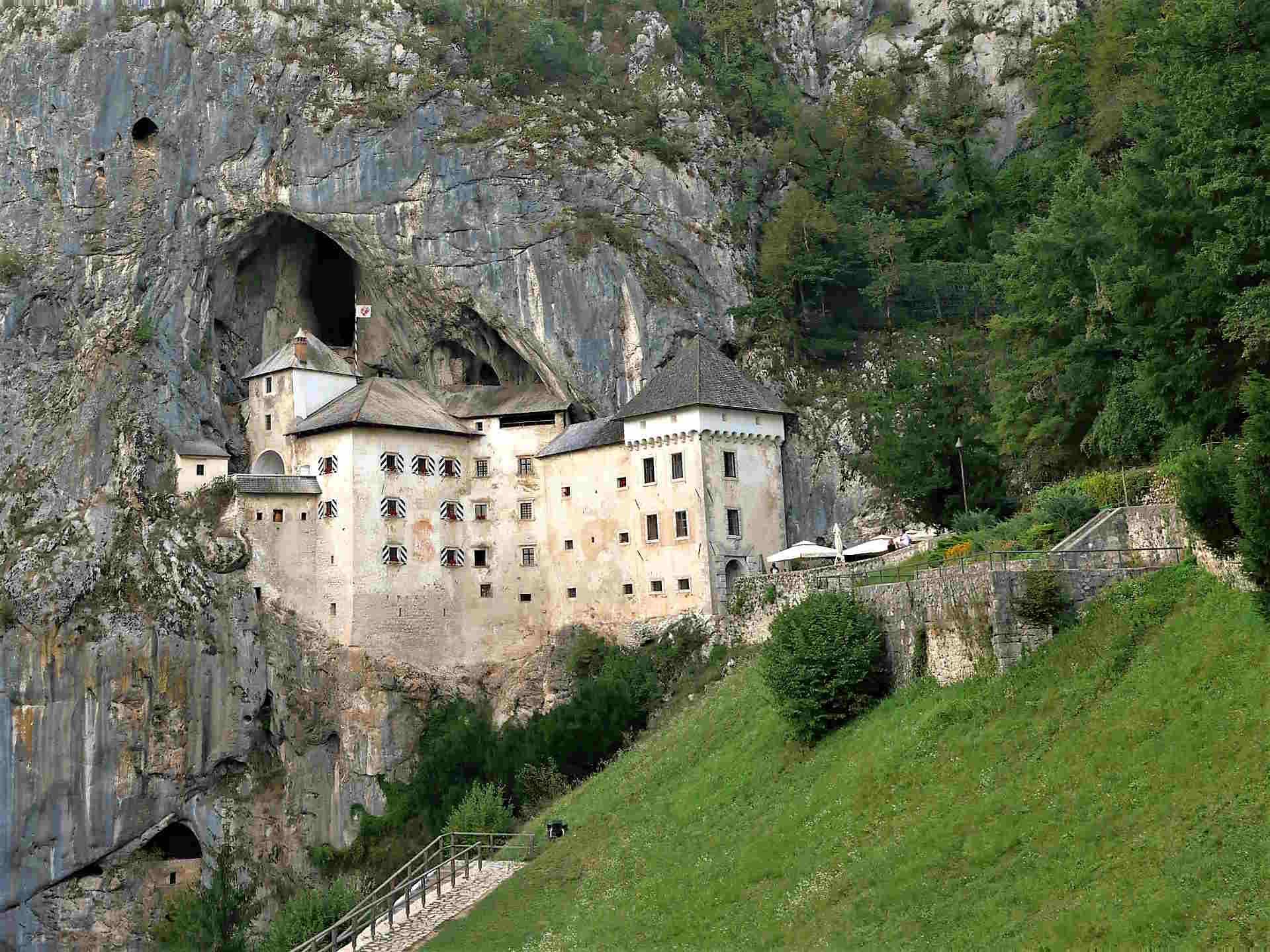 Cosa vedere in un viaggio in Slovenia - Il Castello di Predjama