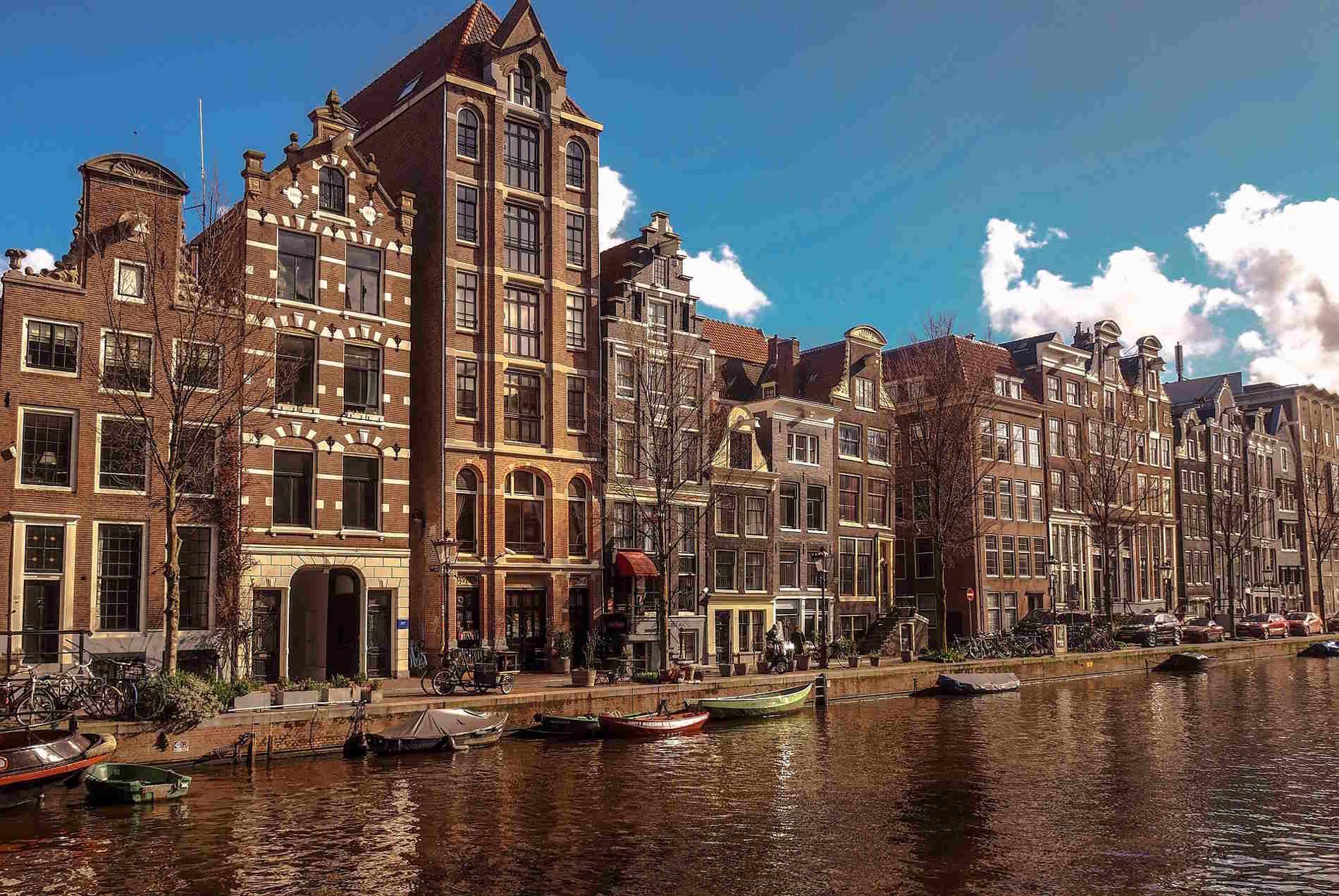 Amsterdam capitale europea dell'Olanda i canali sono il suo simblo