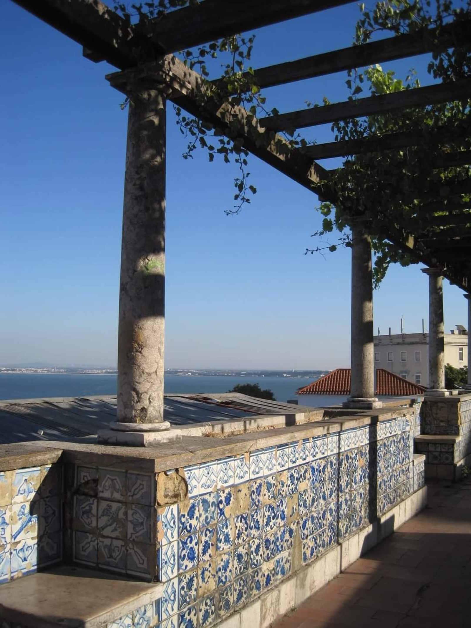 Lisbona, Capitale Europea da visitare: Panorama dal Mirador di Santa Lucia spunti di Viaggio in Europa