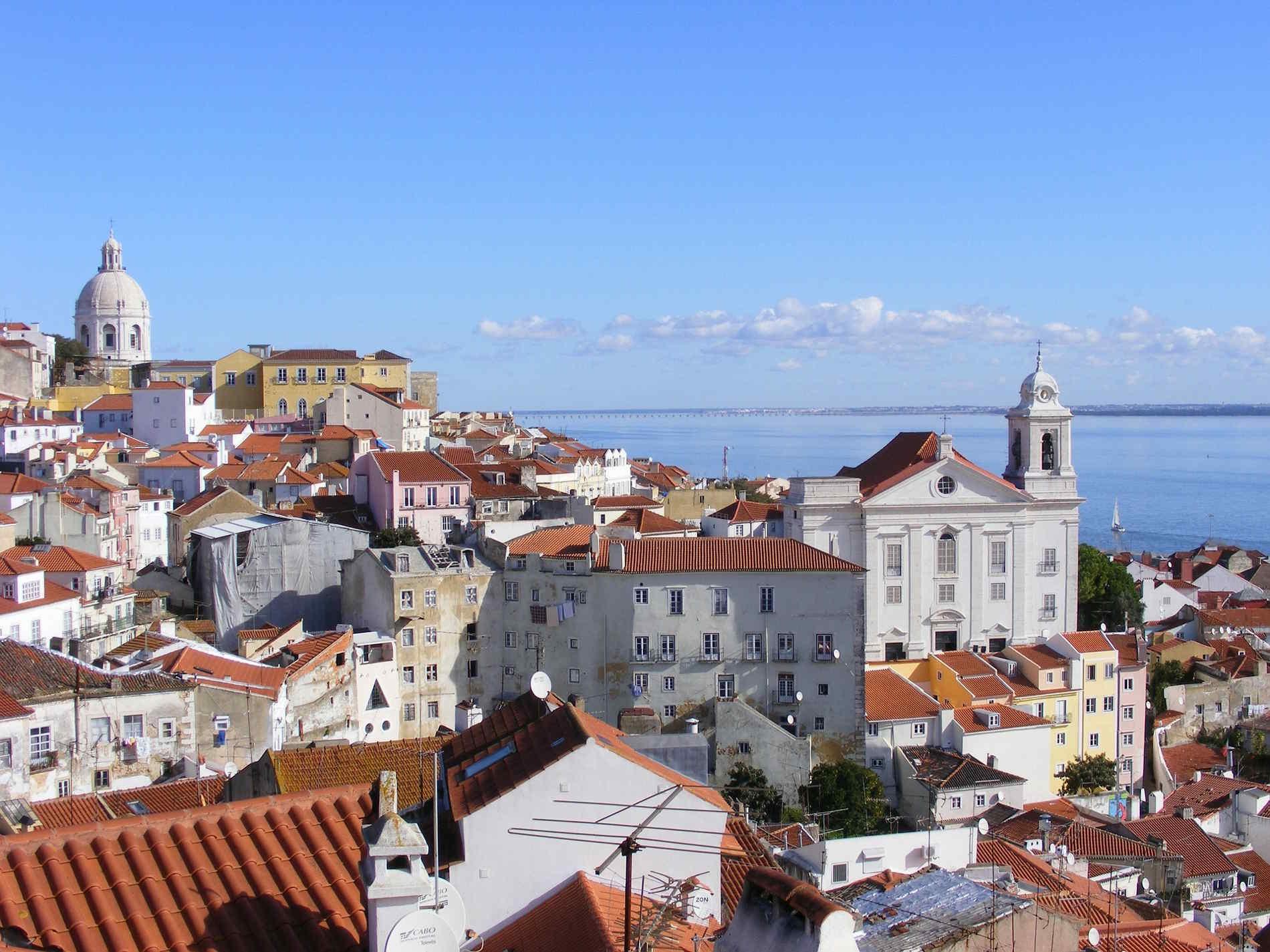 Il Mirador di Santa Lucia a Lisbona, in Portogallo - Cosa fare e vedere nelle capitali Europee