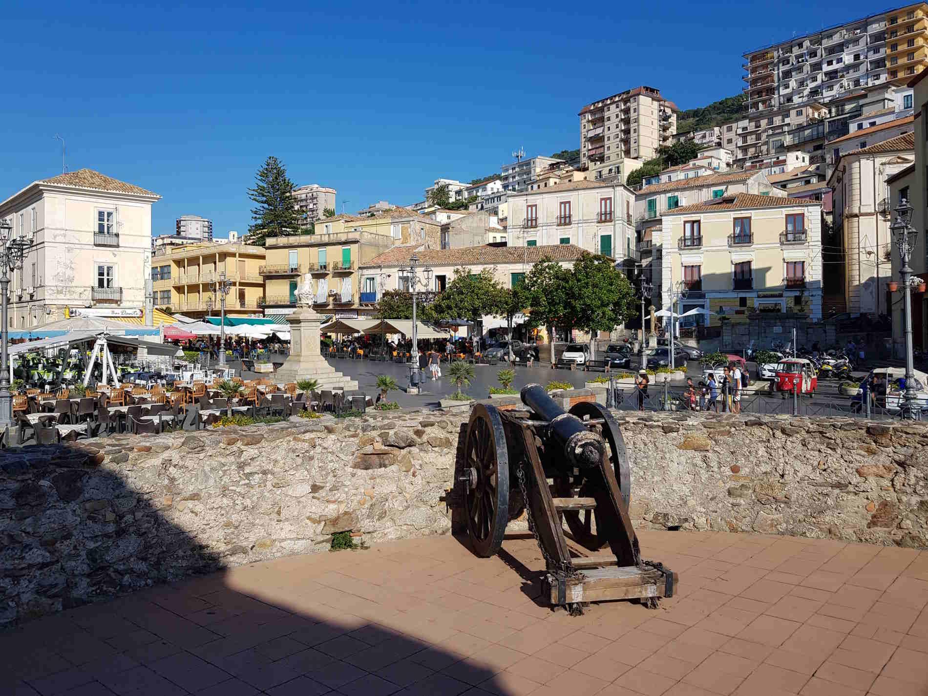 Cose da fare a Pizzo Calabro - Ammirare Piazza della Repubblica dal Castello Aragonese