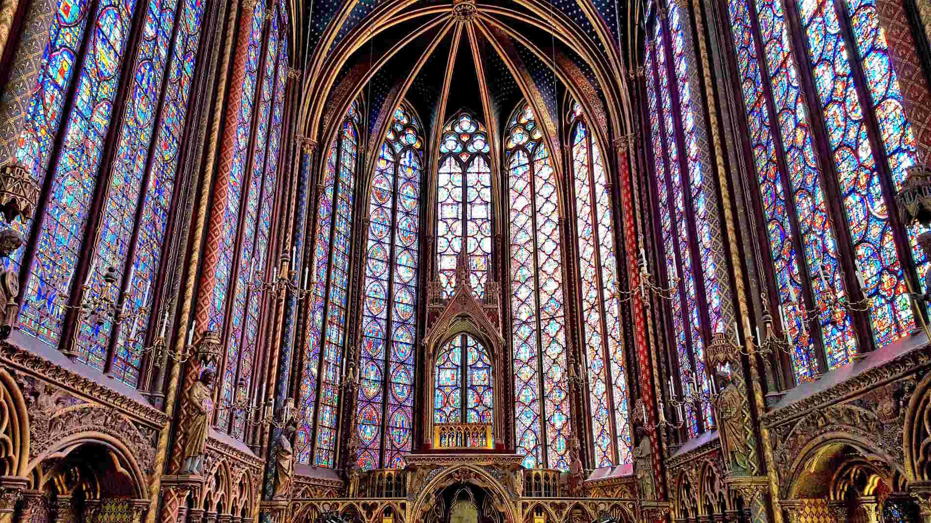 vetrate nella Sainte Chapelle a Parigi città capitale della Francia Europa