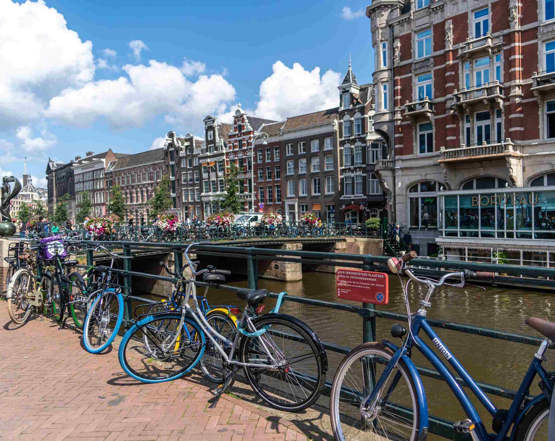 Città e capitali europee da visitare assolutamente -Biciclette e canali ad Amsterdam, capitale dell'Olanda