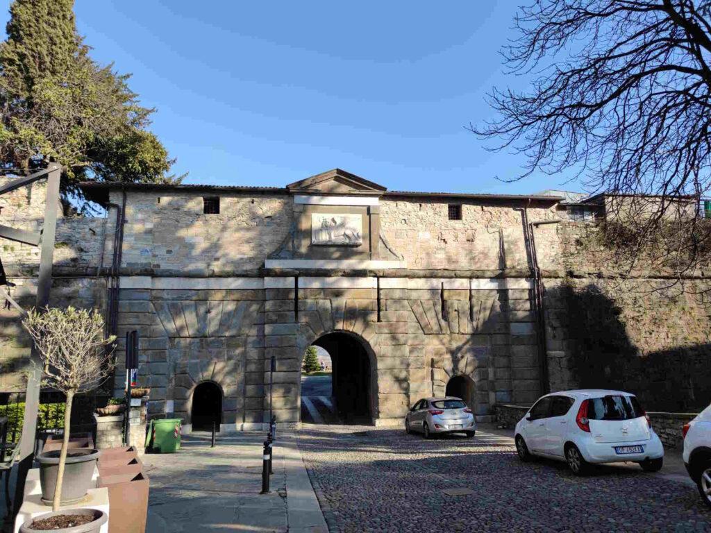 Porta sant'Alessandro verso Colle Aperto a Bergamo Alta