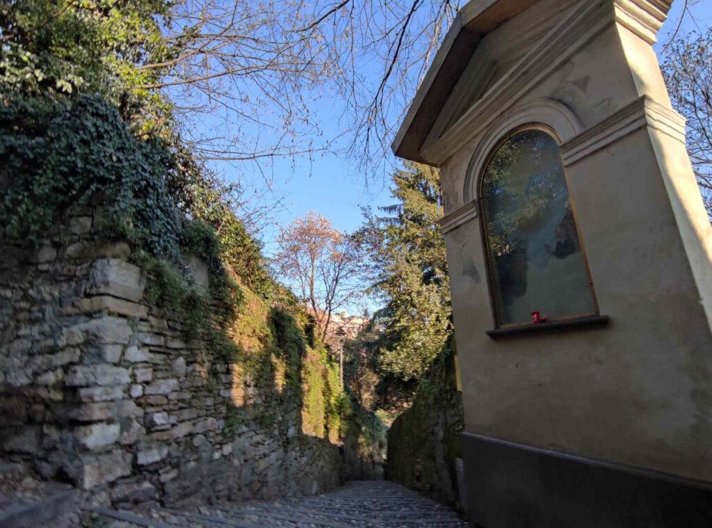 Edicole lungo il cammino che porta alle Mura venete di Città Alta