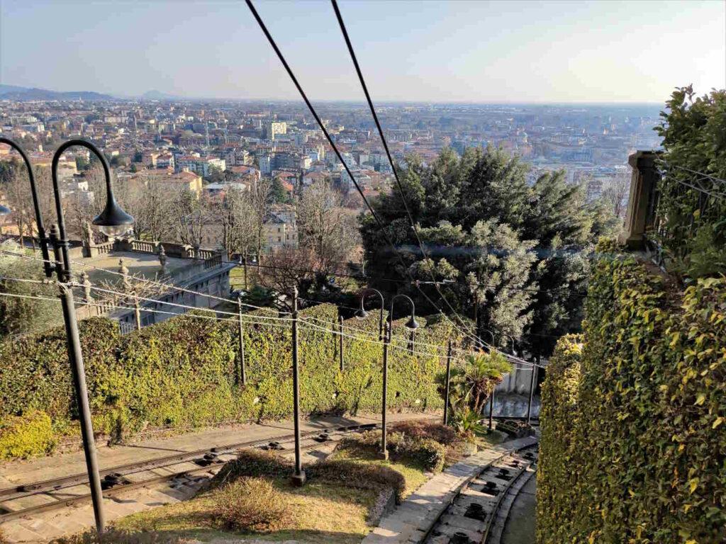 Cose da vedere e fare sulle mura di Città Alta a Bergamo -Salire con la funicolare