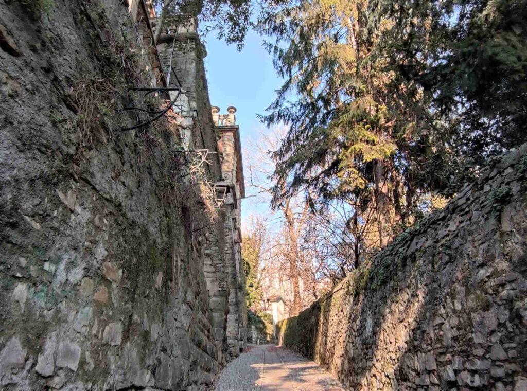 Passeggiata verso le mura venete di Città Alta a Bergamo