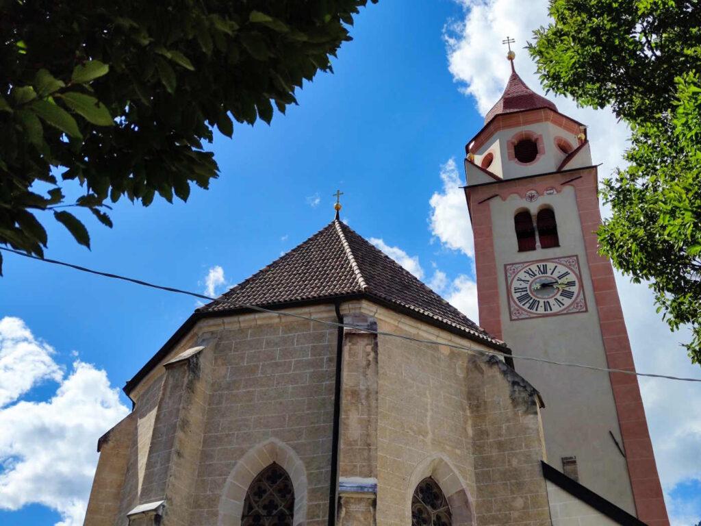 Cosa vedere a Castel Tirolo e dintorni - Esterni della chiesa di San Giovanni a Tirolo