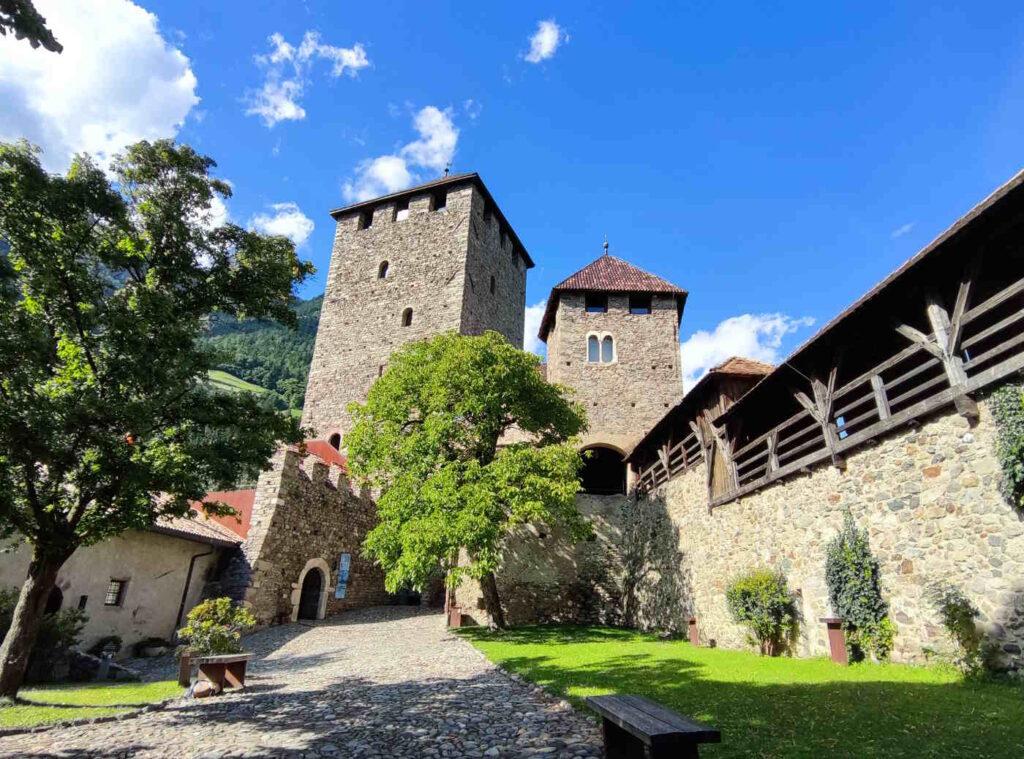 Cosa vedere a Castel Tirolo -il cortile