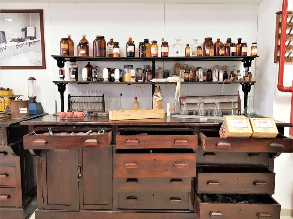 Cosa vedere al Museo del Bergamotto - I vecchi laboratori dentro una fabbrica di estrazione dell'essenza