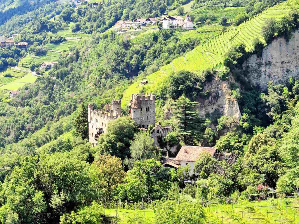 Visitare Castel Tirolo e dintorni - Castel Fontana panorama dalla passeggiata