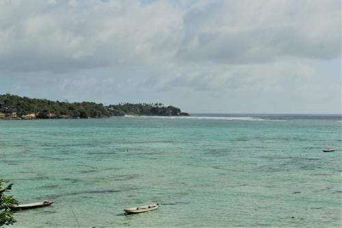 lo stretto fra Nusa Lembogan e Nusa Cennigan-andare a Nusa Lembongan è anche questo